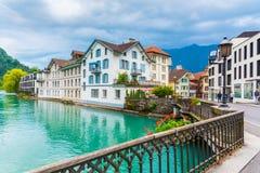De stad van Interlaken met Thunersee-rivier Stock Foto
