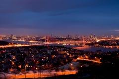 De Stad van Istanboel bij Nacht Stock Foto