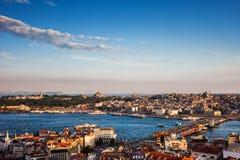 De Stad van Istanboel bij Zonsondergang in Turkije Royalty-vrije Stock Foto's