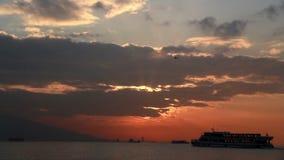 De stad van Izmir, zonsondergang, wolken, tijdtijdspanne Turkije stock videobeelden