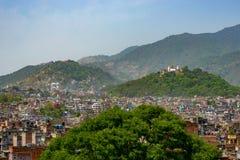 De stad van Katmandu en Swayambunath, Nepal Stock Afbeelding