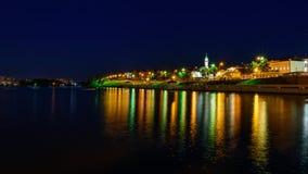 De stad van Kazan tijdens een mooie de zomernacht met veelkleurige verlichting royalty-vrije stock foto