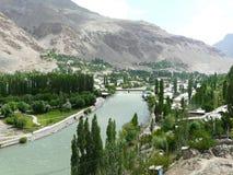 De stad van Khorog op de rivier Gunt Royalty-vrije Stock Afbeeldingen
