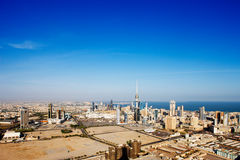 De Stad van Koeweit heeft eigentijdse architectuur omhelst Stock Afbeelding