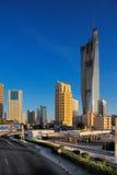 De Stad van Koeweit wordt bevolkt door wolkenkrabbers Stock Foto's