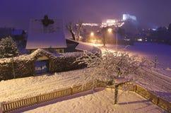 De stad van Kufstein bij nacht Royalty-vrije Stock Foto's