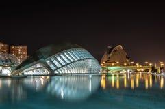 De Stad van Kunsten en Wetenschappen bij nacht: planetarium en operahuis valencia 23 september, 2014 Stock Foto's