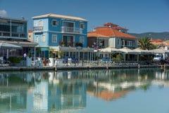 DE STAD VAN LEFKADA, GRIEKENLAND 17 JULI, 2014: Promenade bij de stad van Lefkada, Griekenland Royalty-vrije Stock Foto's