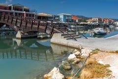 DE STAD VAN LEFKADA, GRIEKENLAND 17 JULI, 2014: Promenade bij de stad van Lefkada, Griekenland Stock Foto's