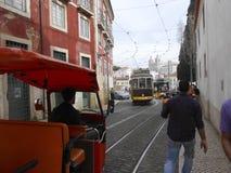De stad van Lissabon, historisch centrum met zijn tramsporen, Portugal Stock Foto