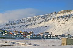 De stad van Longyear op Svalbard. Stock Foto's