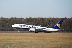 De vlucht van Ryanair van Lublin tot Dublin Stock Afbeeldingen