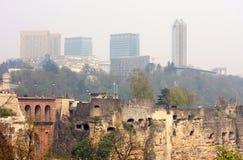 De Stad van Luxemburg, zeer oude en zeer nieuwe gebouwen Stock Afbeelding