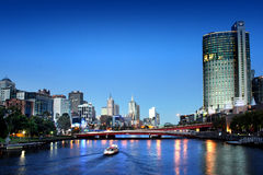 De stad van Melbourne bij nacht Royalty-vrije Stock Afbeeldingen