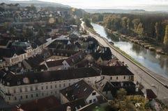 De stad van Melk zoals die van Melk-Abdij in Oostenrijk wordt gezien Royalty-vrije Stock Foto's