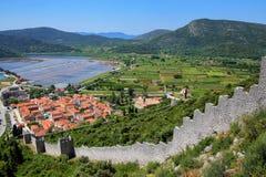 De stad van menings pof Ston en zijn verdedigingsmuren, Peljesac-Schiereiland, Stock Afbeeldingen
