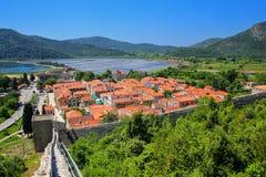 De stad van menings pof Ston en zijn verdedigingsmuren, Peljesac-Schiereiland, Royalty-vrije Stock Fotografie