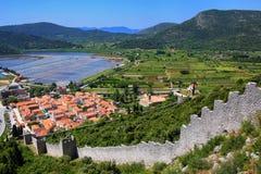 De stad van menings pof Ston en zijn verdedigingsmuren, Peljesac-Schiereiland, Royalty-vrije Stock Afbeeldingen