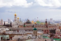 De stad van Moskou bij de regenachtige dag Stock Afbeelding
