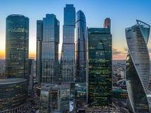 De stad van Moskou na zonsondergang Royalty-vrije Stock Afbeeldingen