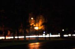 De stad van de nacht De bouw de lichten van de fonteinauto stock foto
