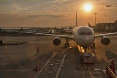 DE STAD VAN NEW YORK - 27 APRIL: De vliegtuigen treffen voor start, 27 April voorbereidingen Royalty-vrije Stock Afbeelding