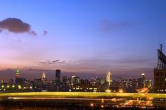 De Stad van New York bij nacht Stock Afbeelding