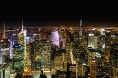 De stad van New York bij nacht van Empire State Building Stock Fotografie