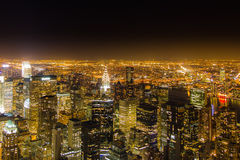 De stad van New York bij nacht van Empire State Building Stock Foto's