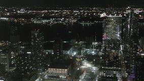 De stad van New York bij nght stock video
