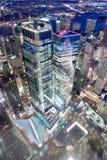 DE STAD VAN NEW YORK - 7 DECEMBER, 2018: De luchthorizon van Manhattan op World Trade Centergebied bij nacht, benedenwaartse meni royalty-vrije stock foto