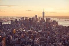 De Stad van New York - de de horizonwolkenkrabbers van de binnenstad van Manhattan bij zonsondergang en schemering De V.S. stock afbeeldingen