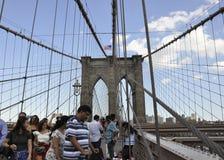 De Stad van New York, 3 Juli: De Brug van Brooklyn over de Rivier van het Oosten van Manhattan van de Stad van New York in Vereni Stock Afbeelding