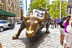 Het Laden van het oriëntatiepunt Stier in Lower Manhattan in de Stad van New York Royalty-vrije Stock Afbeeldingen