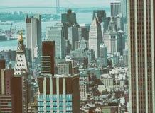 DE STAD VAN NEW YORK - 9 JUNI, 2013: Luchtmening van Uit het stadscentrum wolkenkrabbers Royalty-vrije Stock Afbeelding