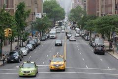 DE STAD VAN NEW YORK - 14 JUNI 2015: stads verstopte straat en weg Royalty-vrije Stock Foto's