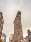 DE STAD VAN NEW YORK - JUNI 2013: Strijkijzer de bouwvoorgevel in Manhattan Stock Foto