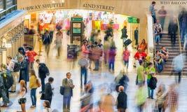 DE STAD VAN NEW YORK - 10 JUNI, 2013: Toeristen en plaatselijke bewoners in Grote Cent Royalty-vrije Stock Fotografie