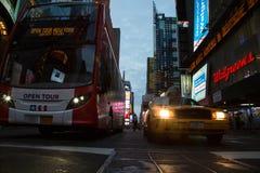 De Stad van New York 4 keer regelt nacht Stock Foto's