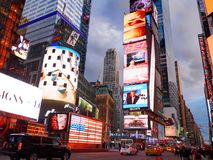 DE STAD VAN NEW YORK, MANHATTAN, 24 APRIL, 2015: Avondmening op NYC-Tijd Stock Afbeeldingen