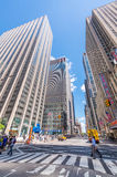DE STAD VAN NEW YORK - 22 MEI, 2013: Times Square op een de lentedag Benaderend Stock Foto's