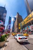 DE STAD VAN NEW YORK - 22 MEI, 2013: Times Square op een de lentedag Benaderend Stock Afbeelding