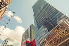 DE STAD VAN NEW YORK - 22 MEI, 2013: Times Square op een de lentedag Benaderend Royalty-vrije Stock Afbeelding