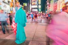 DE STAD VAN NEW YORK - 22 MEI, 2013: Times Square op een de lentedag Benaderend Royalty-vrije Stock Foto