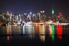 De Stad van New York met bezinningen Royalty-vrije Stock Foto's