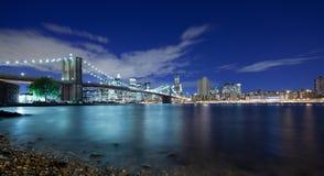 De Stad van New York panoramisch bij nacht Stock Foto