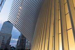 De Stad van New York/de V.S. - 22 augustus 2018: Het buitendetail van Oculus van de Hub van het World Trade Centervervoer bij zon royalty-vrije stock foto's