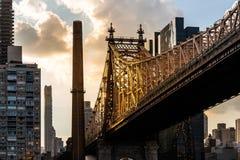 De Stad van New York/de V.S. - 27 juli 2018: Queensborobrug die omhoog eruit zien royalty-vrije stock afbeelding
