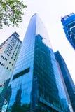 De Stad van New York, de Verenigde Staten van Amerika - Mei 01.2016: Het Millennium Hilton Hotel met Freedom Tower en WTC-plaats Stock Foto's