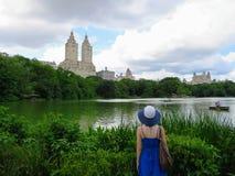 De Stad van New York, New York, Verenigde Staten - Juni zesentwintigste, 2014: Een youn royalty-vrije stock afbeelding